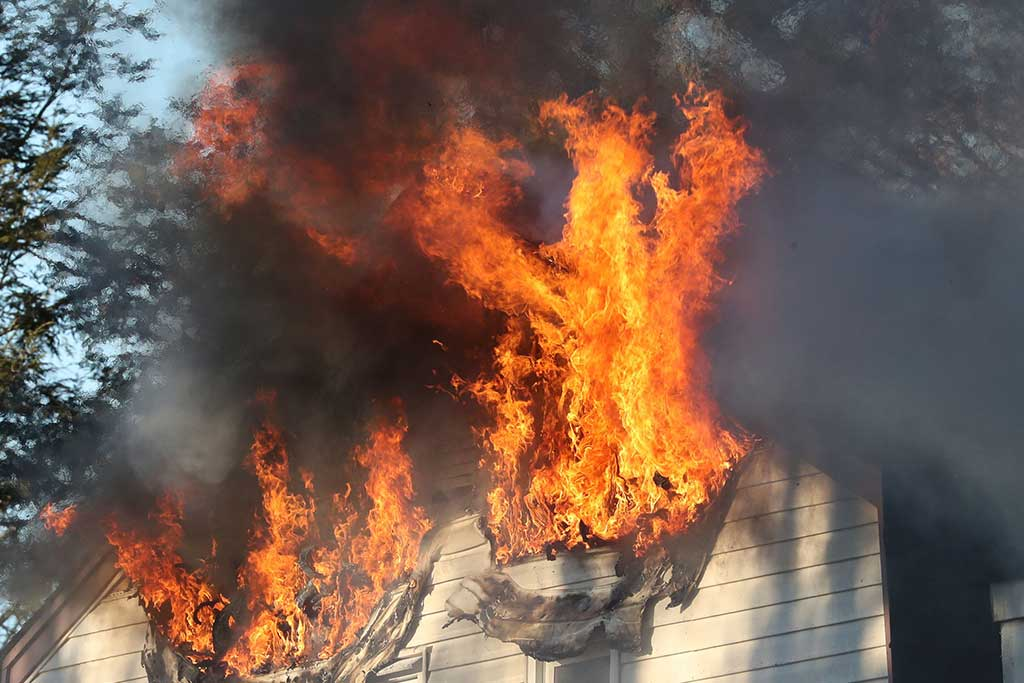 Who's responsible for the smoke detectors and co2 detectors in your rental?